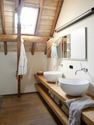 simpele badkamer meubel gemaakt van hout